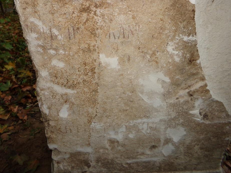 """Чиновники уничтожают старинные могилы в сквере, разбитом на месте Солдатского кладбища """"Арбатец"""". H-579"""