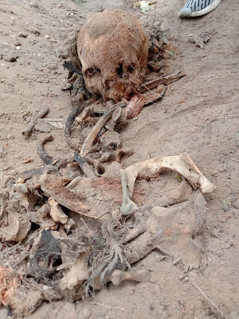 """Чиновники уничтожают старинные могилы в сквере, разбитом на месте Солдатского кладбища """"Арбатец"""". H-582"""
