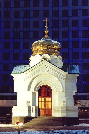 Саратов основан в 1590 году как сторожевая крепость на окраинных русских землях.  Город порт на главной реке России...