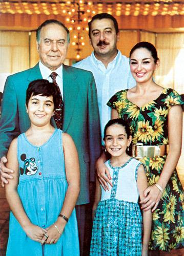 Фото лейлы алиевой детьми 96