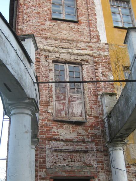 Старинная дверь на 2-м этаже