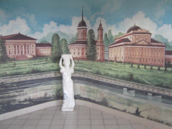 В вестибюле учебно-административного корпуса
