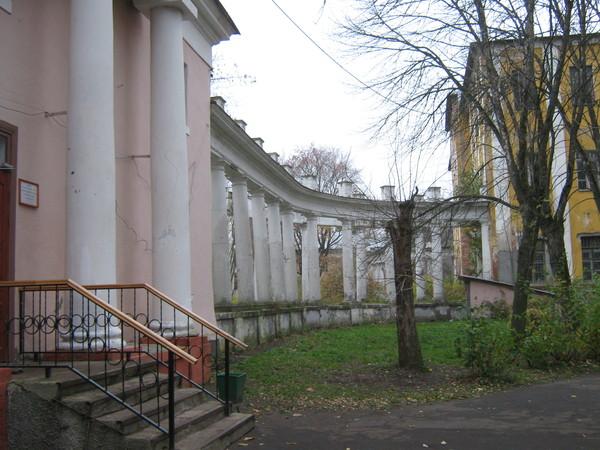 Правая колоннада