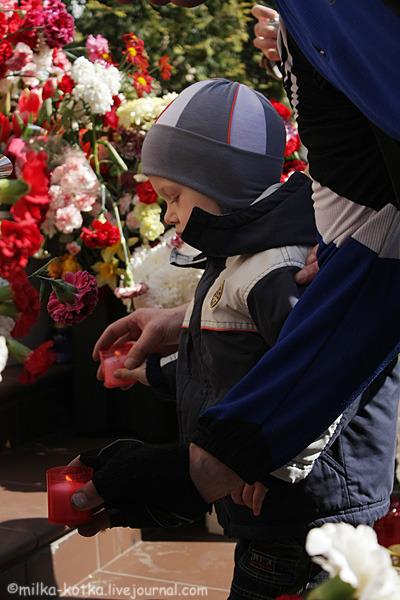 У Брэсце хвілінай маўчання ўшанавалі памяць ахвяр авіякатастрофы пад Смаленскам