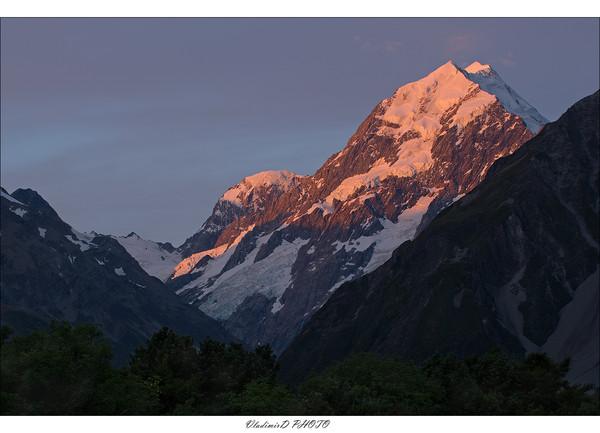Тихо, тихо ползи, Улитка,по склону Фудзи Вверх, до самых высот!Кобаяси Исса.