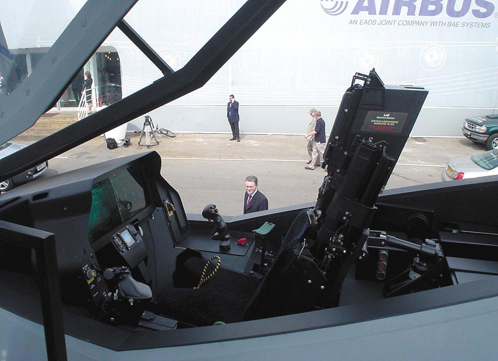 АВИАЦИОННЫЙ ФОРУМ на AVIA.RU - кабины F-22 и F-35 где можно гляныть?