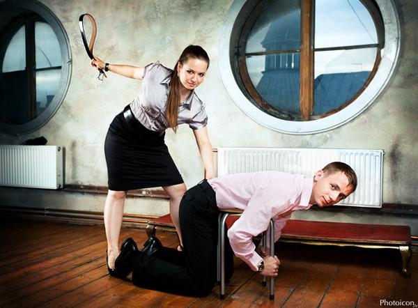Порно в наказание сделали женщину