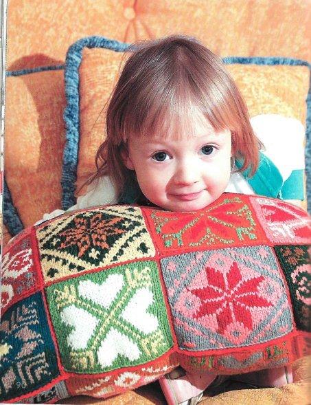 Чудесные идеи мира вязания воплотятся в украшения спальни и гостиной...