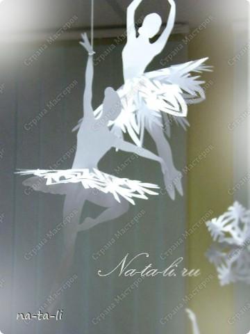 Снежинки - балеринки или новогодний модуль своими руками Интересная новогодняя идея украшения квартиры и новогодней...