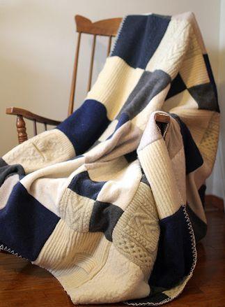 плед из старых свитеров.