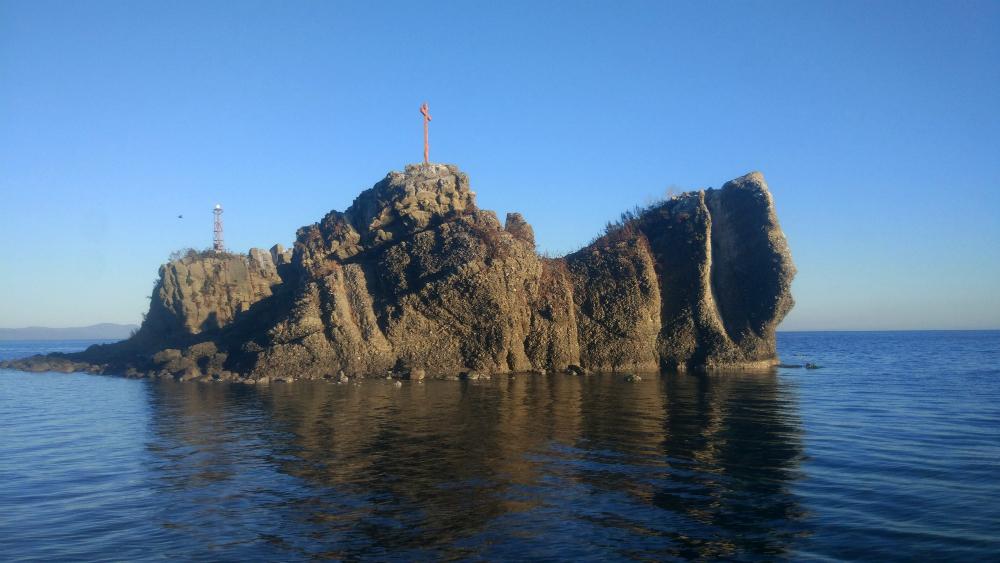 гребля на острове Русский