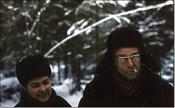 Ольга Исмаиловна и Эвальд Васильевич в зимнем подмосковном лесу (1970-е годы). Фото из архива Л.К.Науменко.