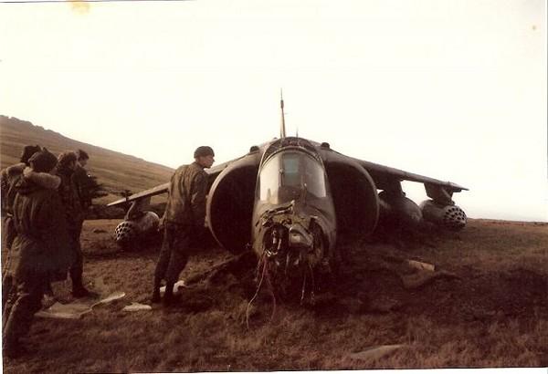 Фото Сбитый британский истребитель